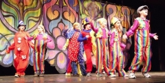 coloful-theater-camp-performers